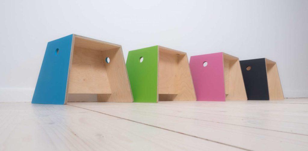 stilfabrik Hocker aus Birke Multiplex farbig lackiert